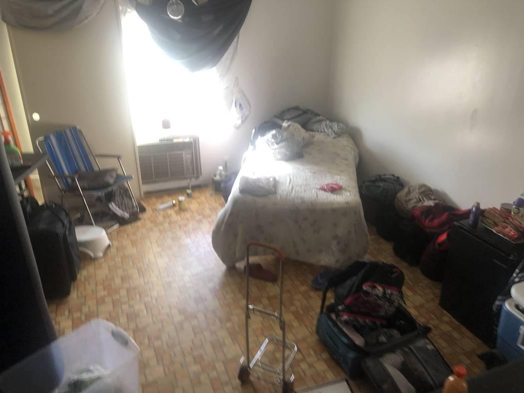Dentro de la habitación de Shay Sloan, de 50 años, en 3105 Parkdale Avenue, el sábado 21 de ...