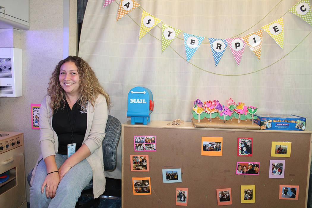 Inés Solano, es parte de las 6 maestras que atienden a niños de 3 a 5 años de edad. Sábado ...