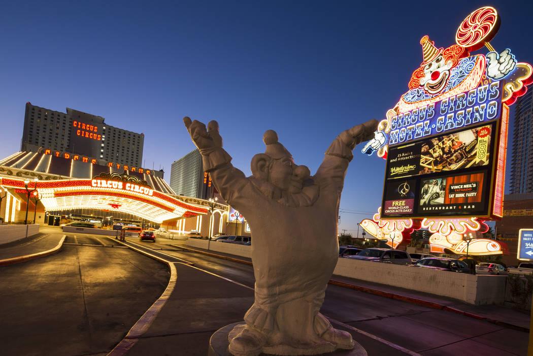 La carpa del payaso en la entrada del hotel-resort MGM's Circus Circus en Las Vegas el lunes, 1 ...