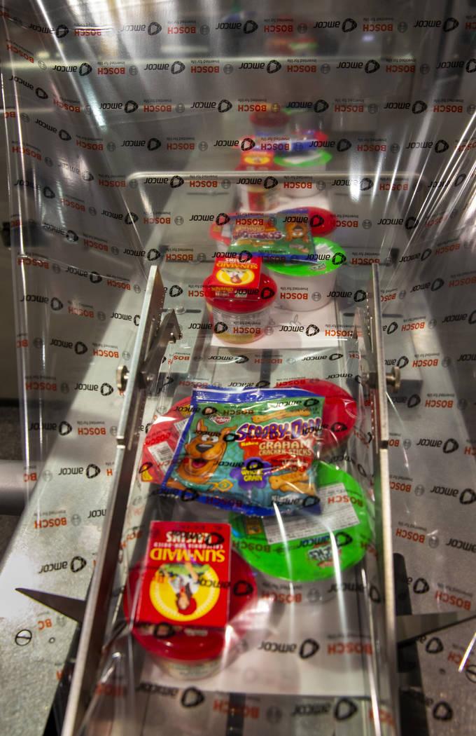 Los almuerzos escolares completos para niños, se envuelven con Bosch Packaging technology Inc. ...
