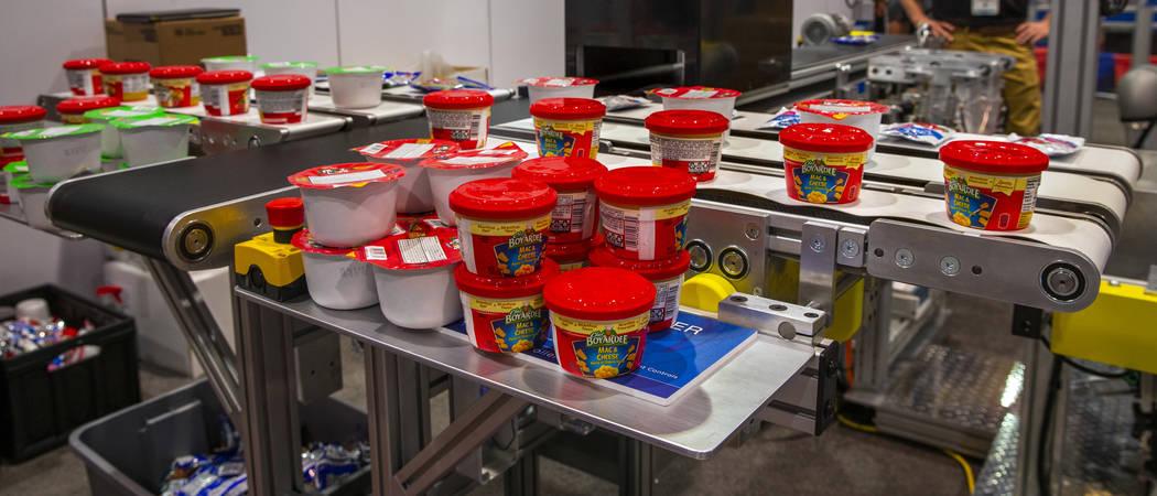 Los robots de Allied Technology y Universal Robots están preparando almuerzos escolares para n ...