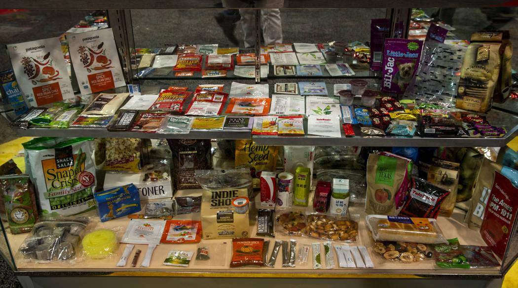 Algunos de los muchos productos empaquetados por las máquinas en exhibición en PACK EXPO el l ...