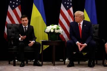 El presidente Donald Trump se reúne con el presidente ucraniano Volodymyr Zelenskiy en el hote ...