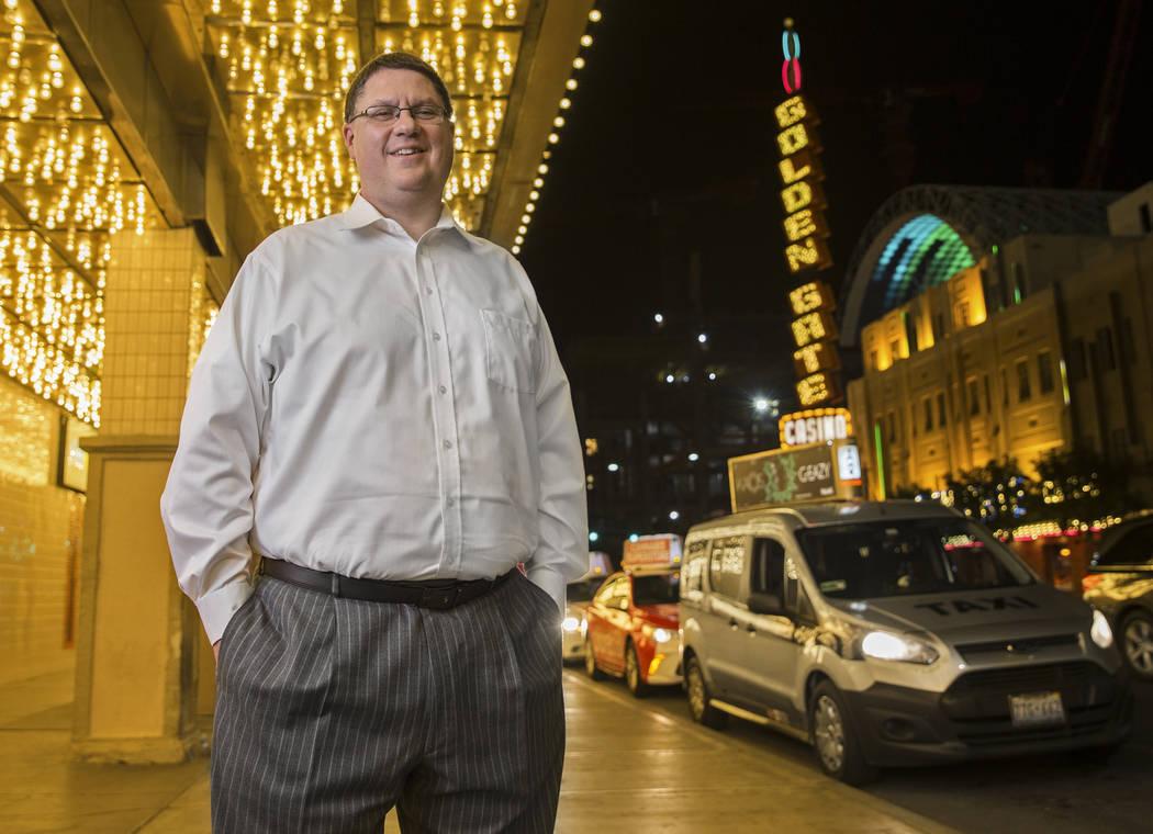 Andrew Gnatovich, de 41 años, quien dirigió la popular cuenta de Twitter @LVCabChronicles, af ...
