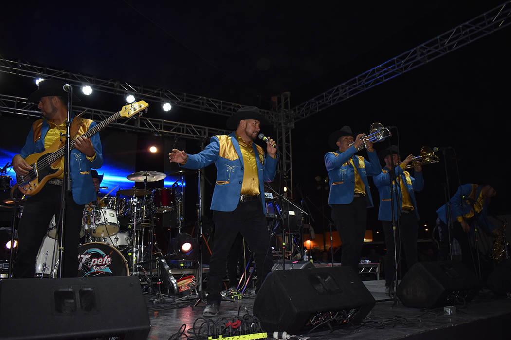 """Los Recoditos actualmente se encuentran promocionando su nuevo sencillo """"Perfecta"""" en Méxi ..."""