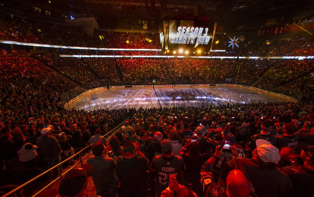 La temporada 3 comienza con el primer periodo de un juego de hockey de la NHL de los Vegas Gold ...