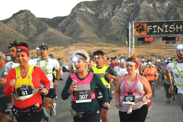 Tracy Aukamp (61), Heidi Driver (307) y Heather Urang (879) corrieron en la categoría de 5 kil ...