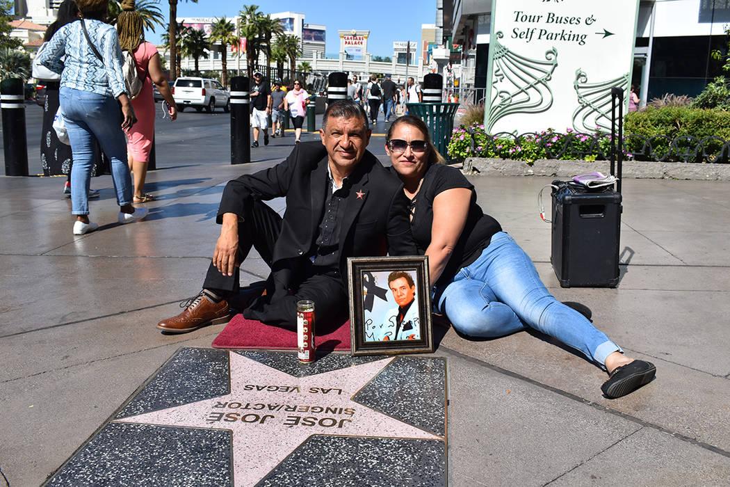 José José recibió un homenaje en esta ciudad, en la foto Pablo Antonio Castro Zavala e Irma ...