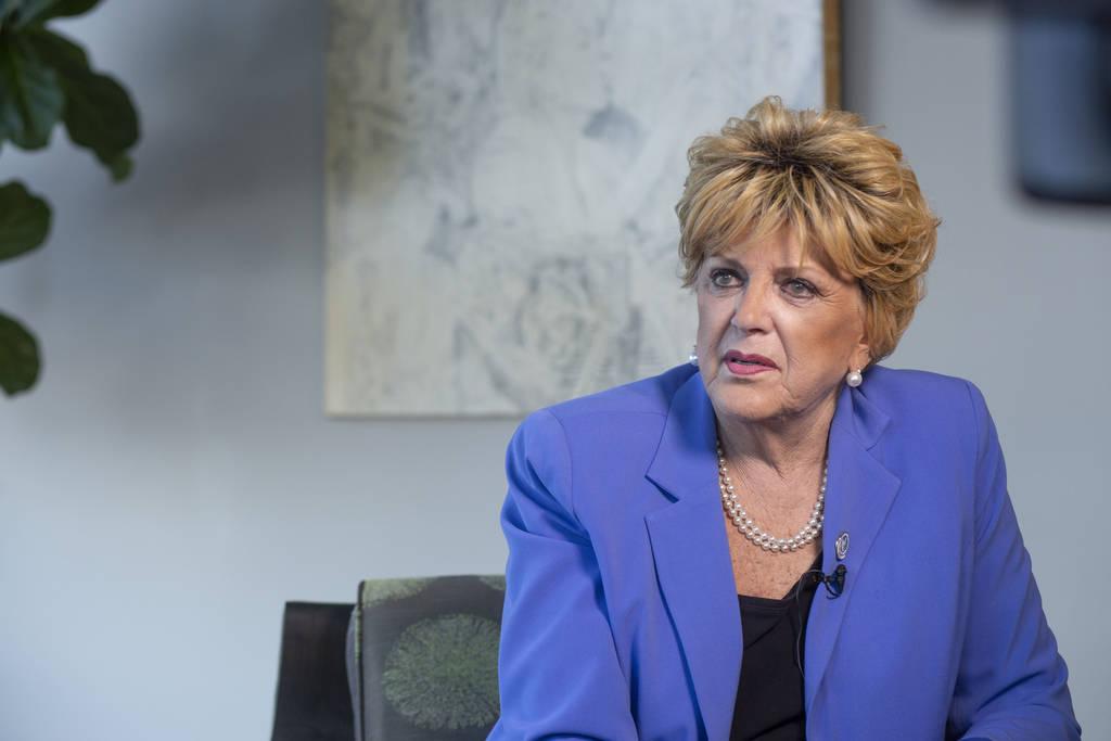 La alcaldesa Carolyn Goodman habla sobre su reciente y pasado viaje con el cáncer en el Ayunta ...