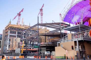 Circa, el nuevo hotel-casino de los propietarios Derek y Greg Stevens, está en construcción e ...