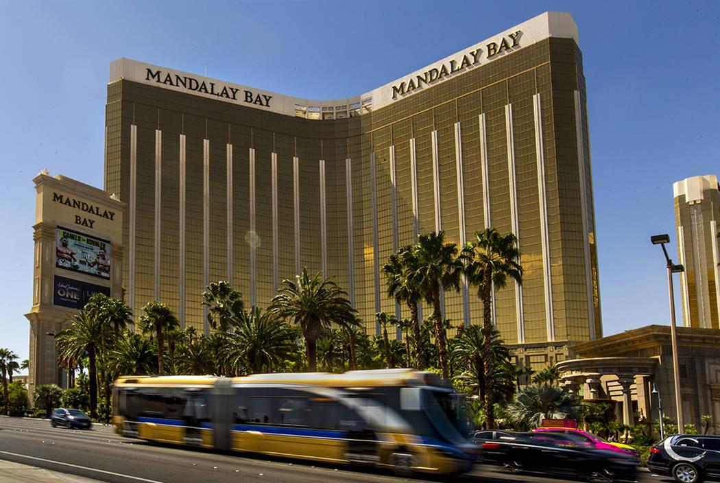 El Mandalay Bay dos años después del tiroteo masivo en el Strip de Las Vegas. (L.E. Baskow / ...