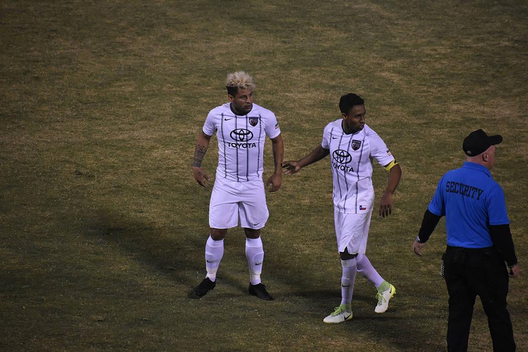 """Frank López, delantero estrella de San Antonio FC """"perdió la cabeza"""" con su cabello desco ..."""