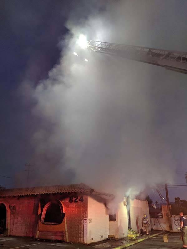 Una persona resultó herida en el incendio de un edificio en East Sahara Avenue y South Sixth S ...