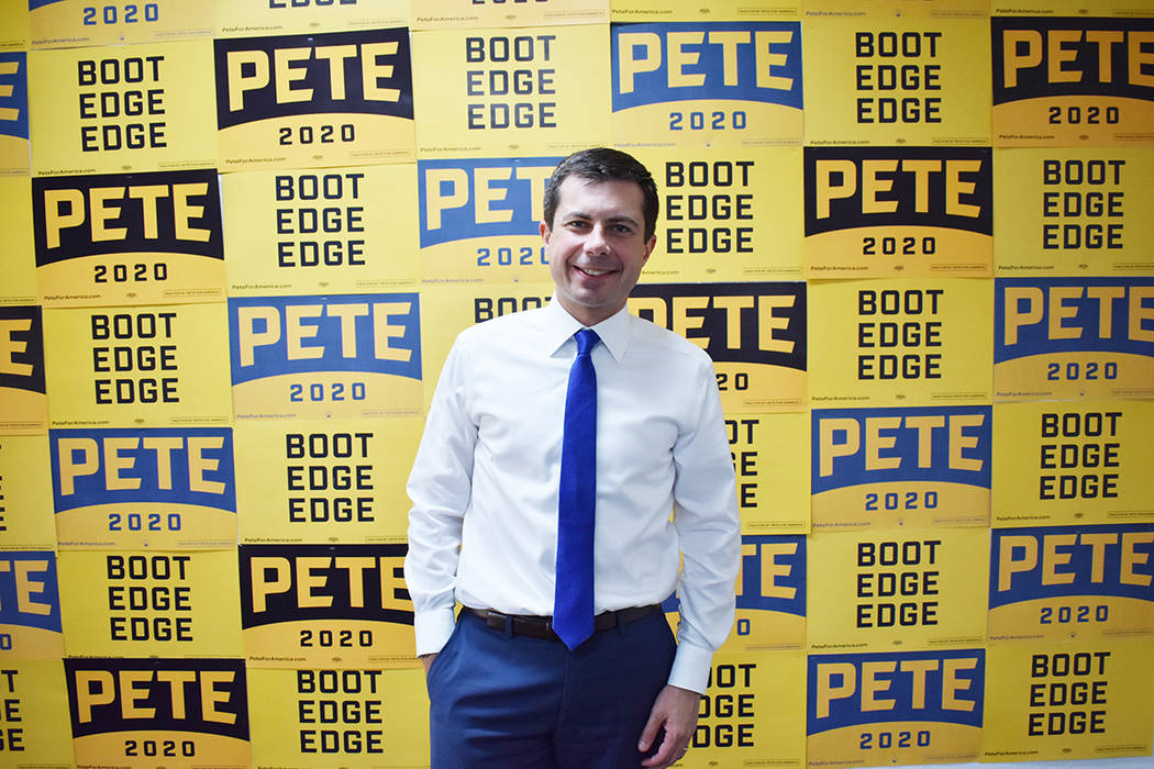Pete Buttigieg aspira a la presidencia de los EE.UU. Es miembro del Partido Demócrata y partic ...