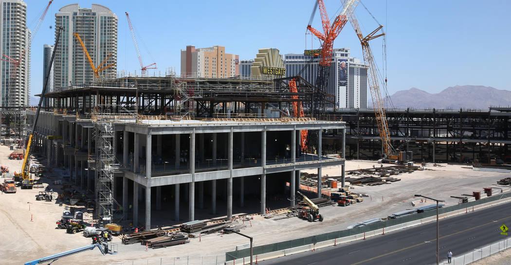 La expansión del Centro de Convenciones de Las Vegas fotografiada el martes, 9 de julio de 201 ...