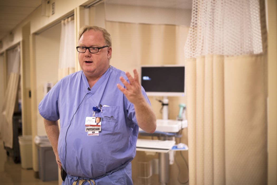 El doctor Jay Coates, director médico del Burn and Reconstructive Center del Sunrise Hospital ...