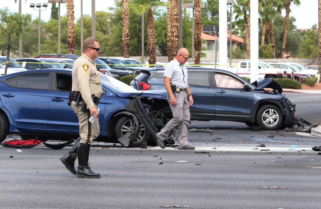 La policía de Las Vegas investiga un accidente fatal en la intersección de Sahara Avenue y St ...