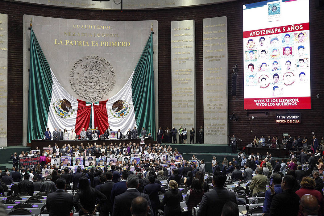 ARCHIVO. México, 26 Sep 2019 (Notimex-Isaías Hernández).- El día de hoy, padres de los 43 n ...