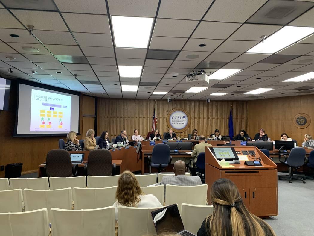 La Junta Escolar del Condado de Clark escucha una presentación sobre el sistema EthicsPoint el ...