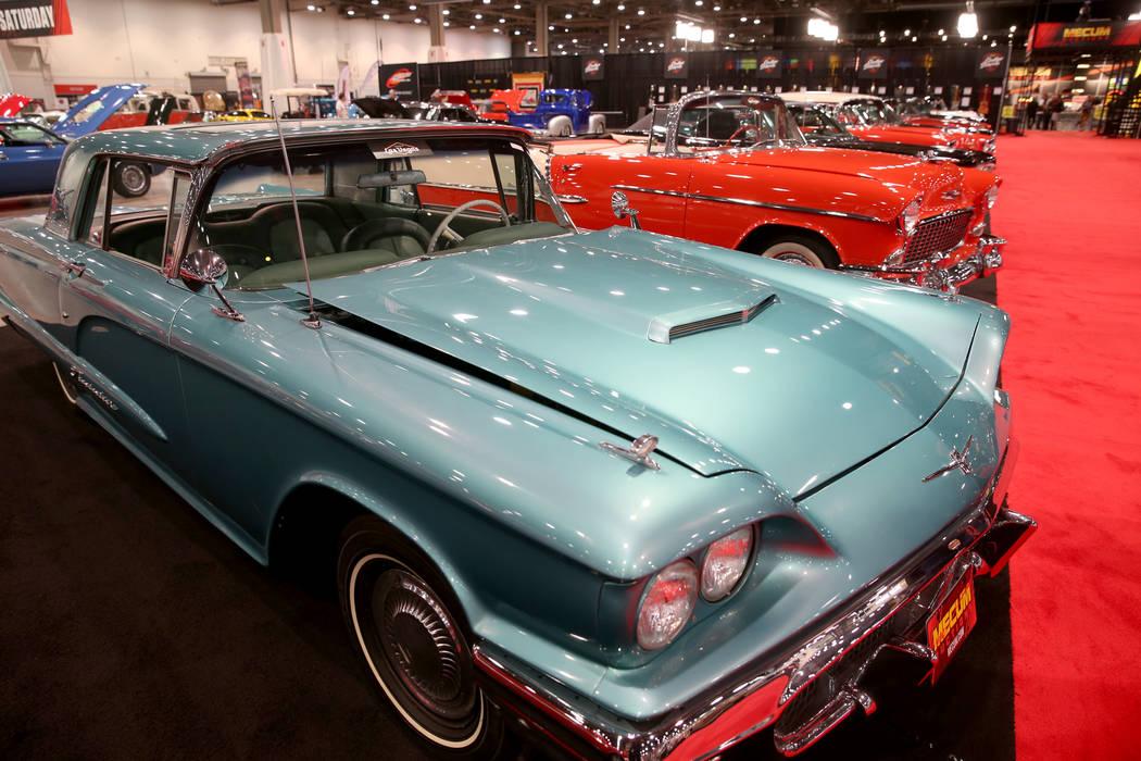 Un Ford Thunderbird de 1960 que estará en la subasta del sábado de Mecum Las Vegas en el Cent ...
