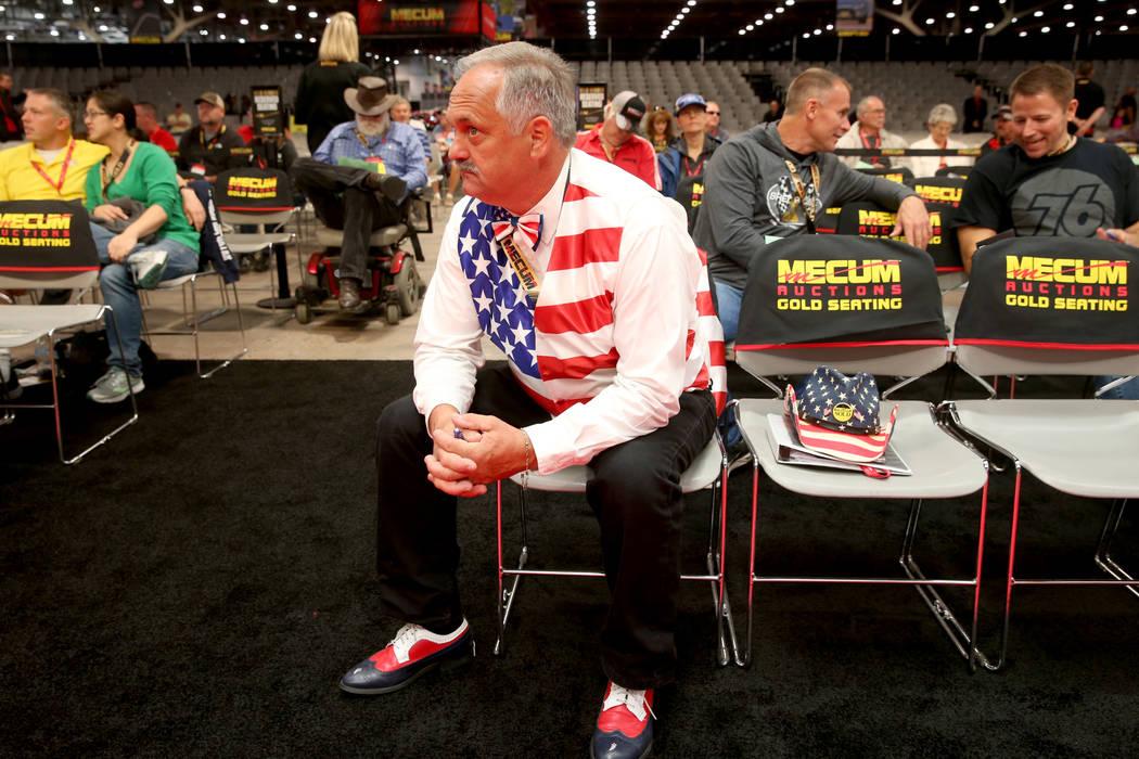 Greg Prante Sr. de St. Louis durante la subasta de Mecum Las Vegas en el Centro de Convenciones ...