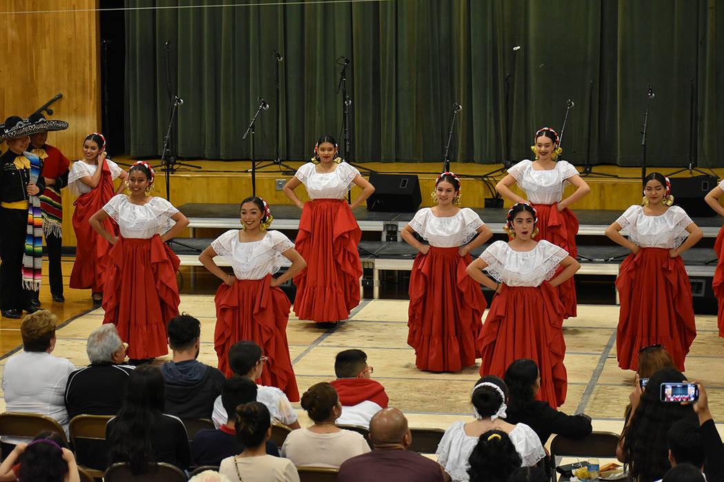 """Ballet Folklórico de DSA participaron en el """"8th Annual Mariachi-Palooza"""". Viernes 11 de o ..."""