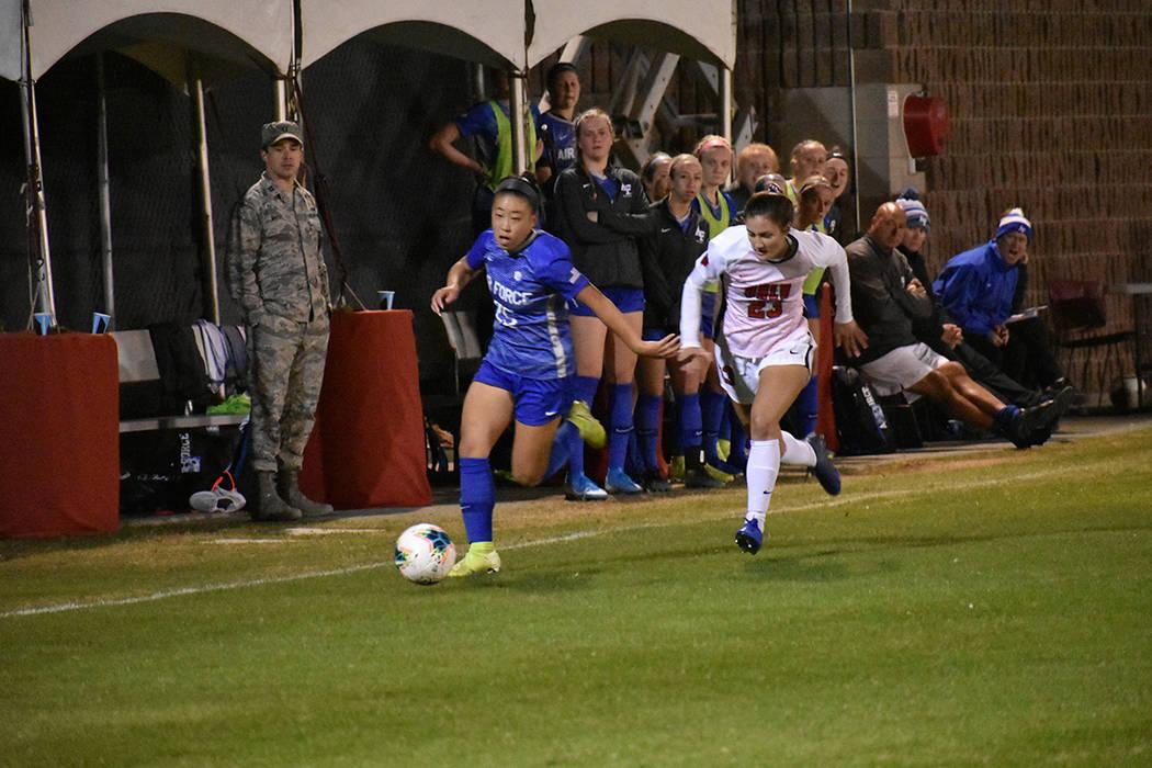 UNLV generó varias oportunidades de gol ante Air Force, pero sus rivales fueron más efectivas ...