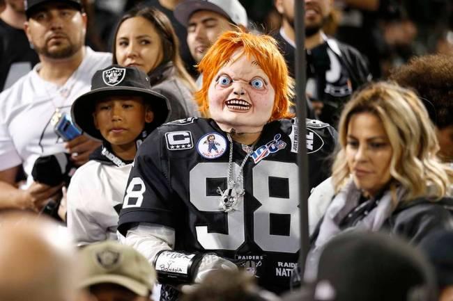 """Qué apropiado para ese """"Chucky"""", el alter ego del entrenador Jon Gruden tomado del muñeco ase ..."""