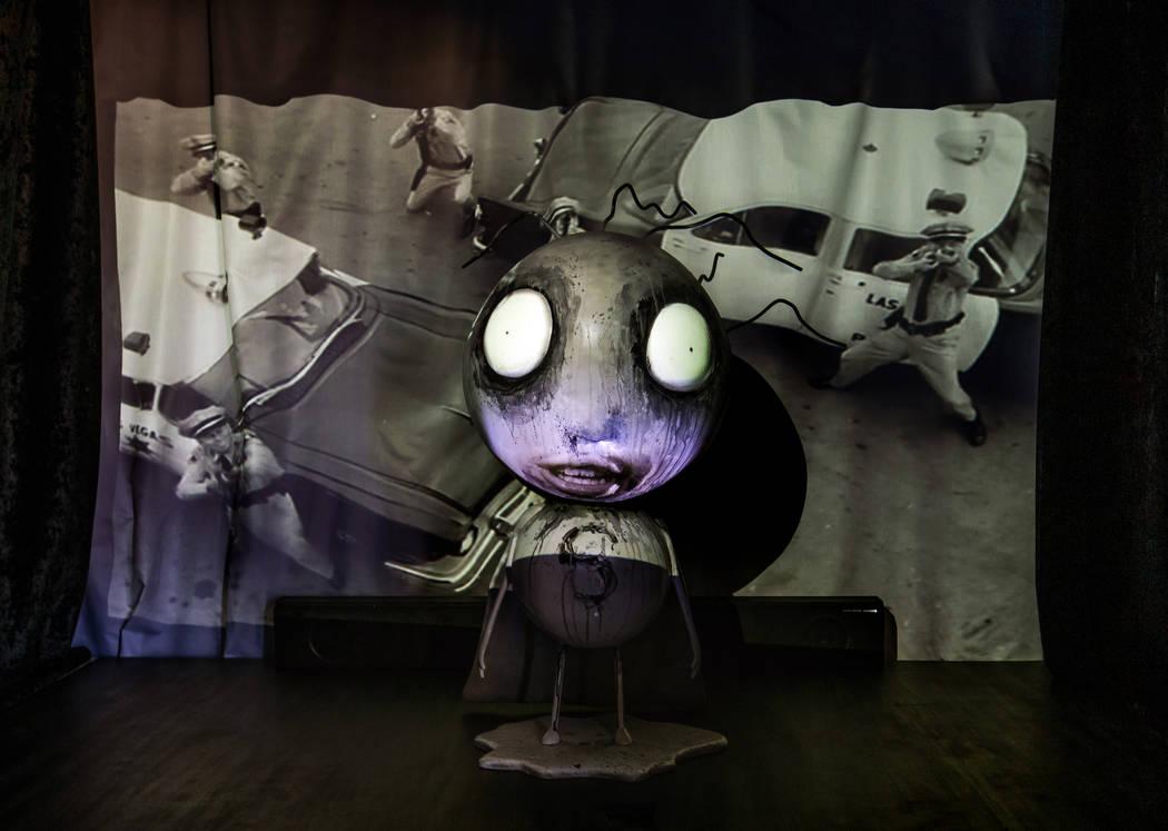 """Piezas de arte de Tim Burton en su exposición de arte """"Lost Vegas @Neon Museum"""" el lunes, 14 d ..."""
