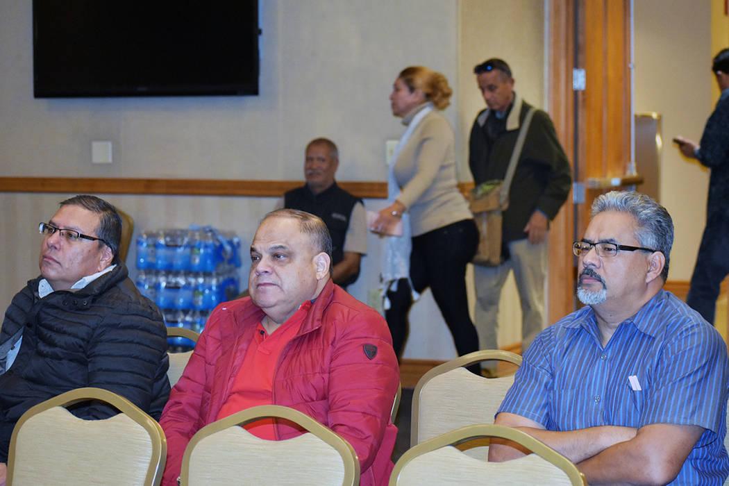 Eddie Ramos –derecha- y Saúl Guízar, centro, participaron en el 11avo foro de Morena. Ambos ...