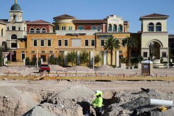 El trabajo en el sitio continúa en un nuevo complejo de apartamentos del Grupo Calida en 8791 ...