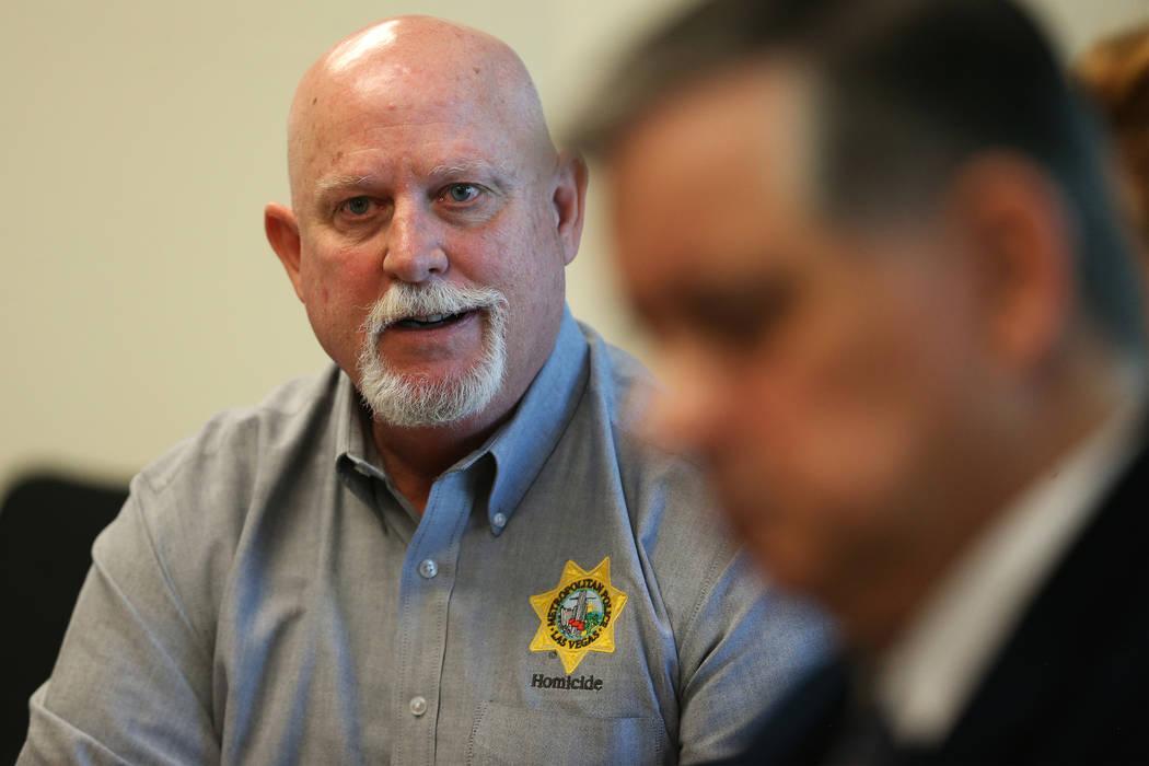 El investigador de casos sin resolver de homicidios policiales de Las Vegas, Dan Long, es entre ...