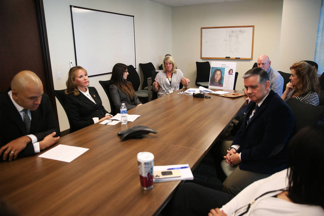 Miembros del FBI y el Departamento de Policía Metropolitana son entrevistados sobre el caso si ...