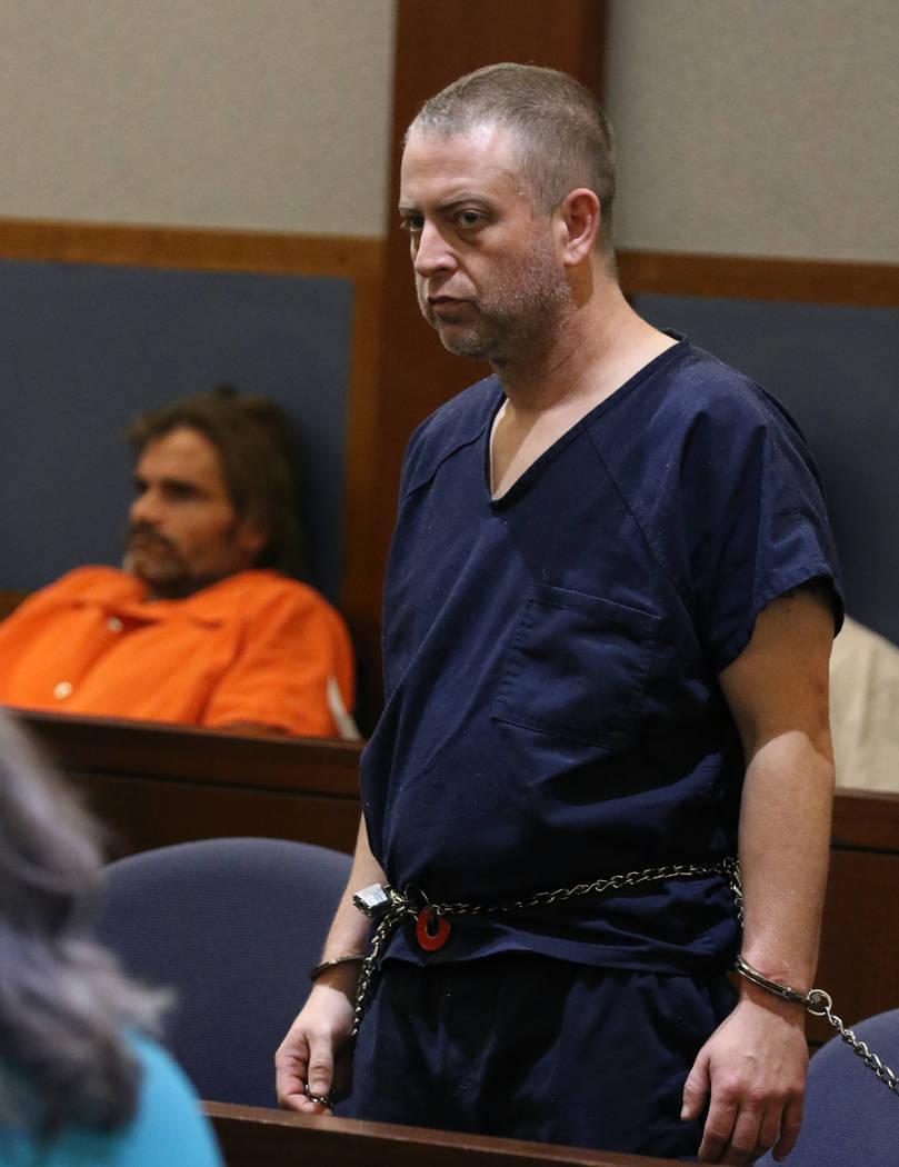 Christopher Prestipino, a la derecha, acusado de asesinato por la muerte de una mujer cuyo cuer ...