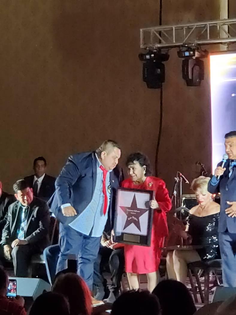 Carmen Salinas recibió una estrella en el Paseo de las Estrellas de Las Vegas. Martes 15 de oc ...