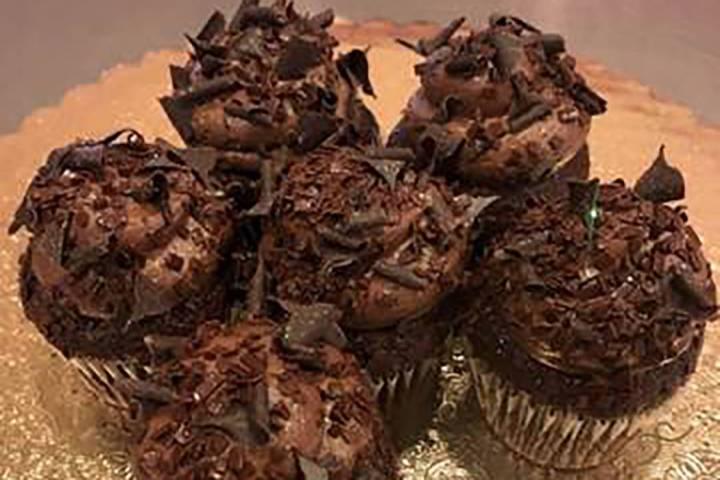 Durante el National Chocolate Cupcake Day, que es el viernes 18 de octubre de 2019, Caked Las V ...