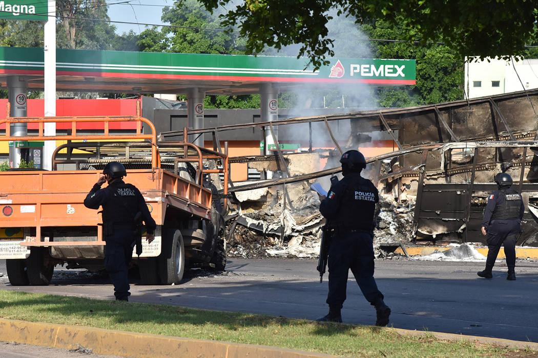 Culiacán, Sinaloa, 18 Oct 2019 (Notimex- Hugo Gutiérrez).- Camiones que ayer fueron incendiad ...