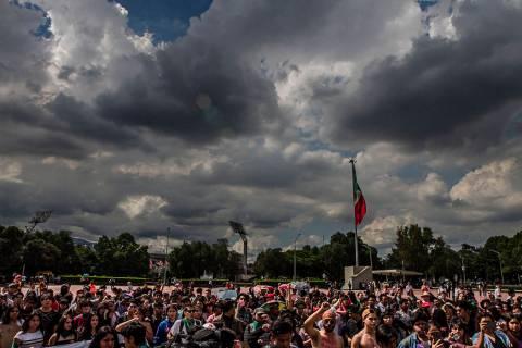 ARCHIVO. Ciudad de México, 21 Oct 2019 (Notimex-Ernesto Alvarez).- Estudiantes del Colegio de ...