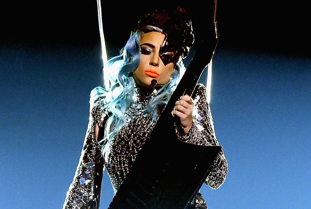 """Lady Gaga se presenta durante su residencia """"Enigma"""" en Park Theatre en Park MGM el 28 de dicie ..."""