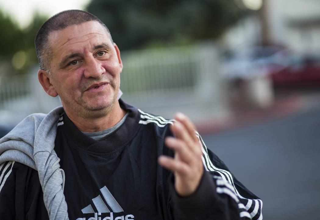 Bogoljub Ristic, quien no tiene hogar, habla sobre el uso del refugio para personas sin hogar S ...