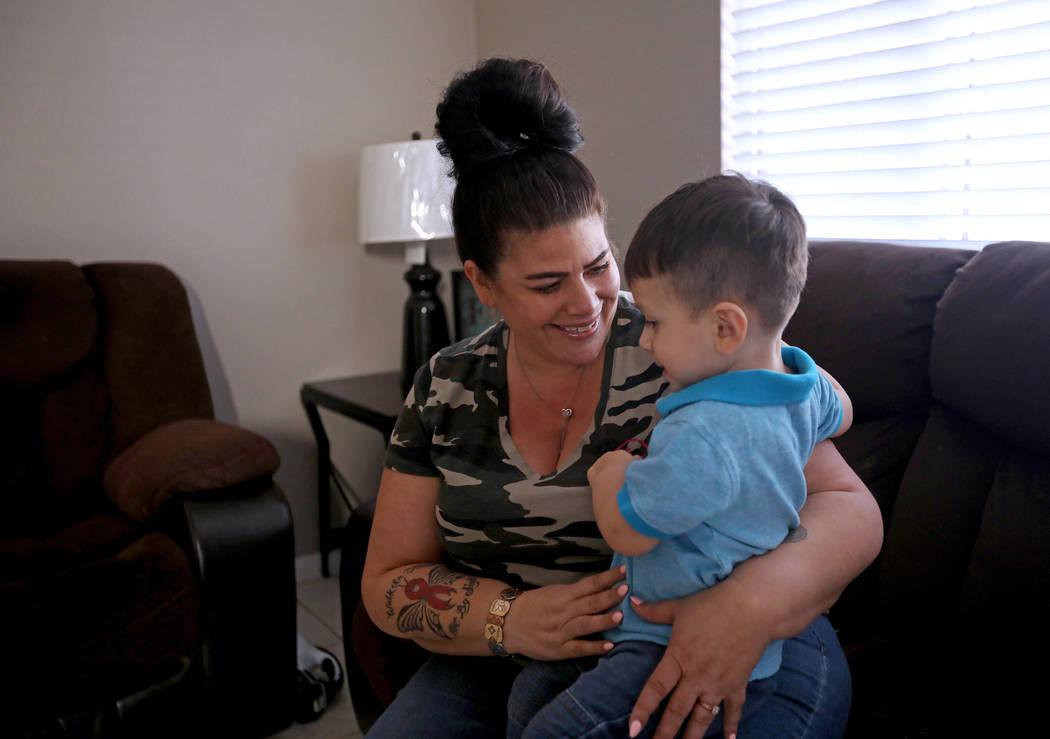 Hanna Olivas se acurruca con su nieto Dominic Camacho, de dos años, en su casa de Las Vegas el ...