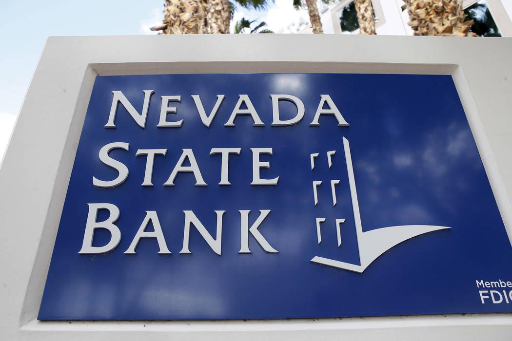 Un letrero del Nevada State Bank afuera del banco ubicado en 750 E Warm Springs Rd el jueves, 2 ...
