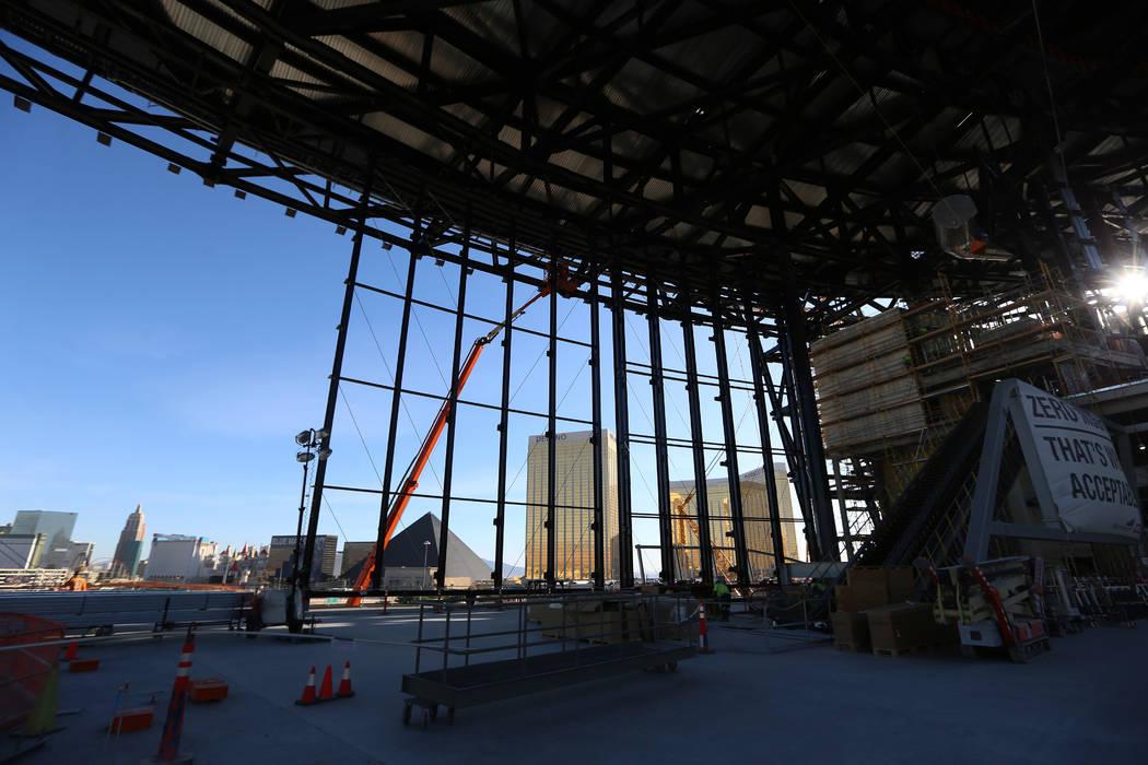 Construcciones en el estadio Raiders Allegiant en Las Vegas, jueves 24 de octubre de 2019. (Eri ...