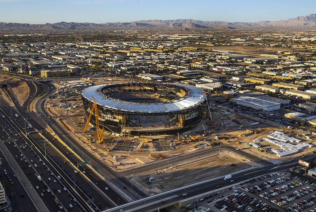 Sitio de construcción del estadio Raiders Allegiant en Las Vegas, jueves 24 de octubre de 2019 ...