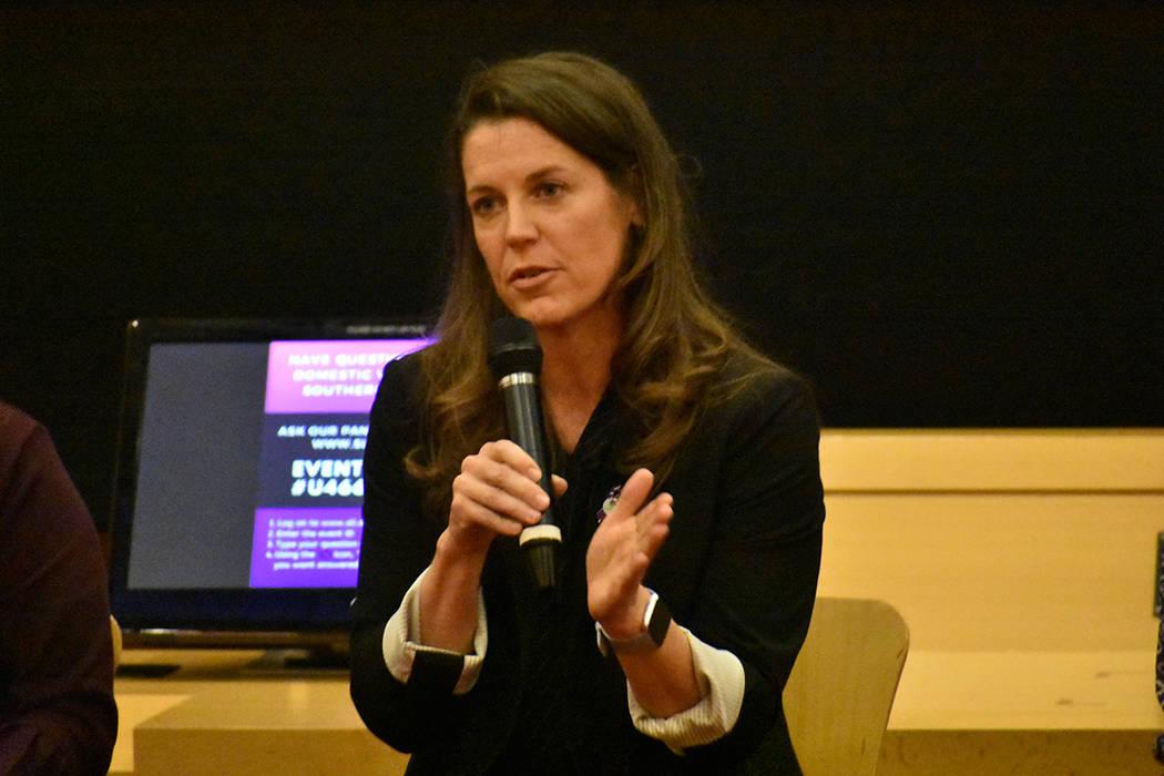 Directora ejecutiva de SafeNest, Liz Ortenburger. Jueves 24 de octubre de 2019 en el Ayuntamien ...