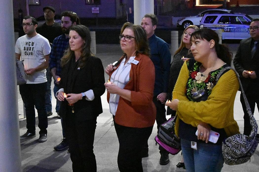 Al final de la conferencia, los asistentes realizaron una vigilia en memoria de quienes han fal ...