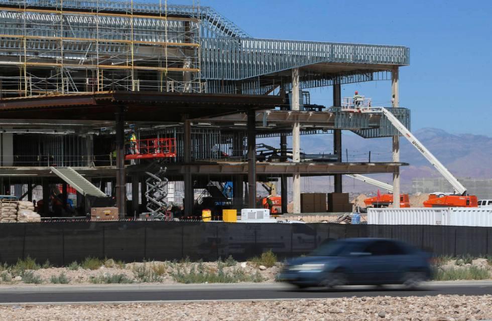 Construcción de las instalaciones de práctica de los Raiders en Henderson, miércoles 21 de a ...