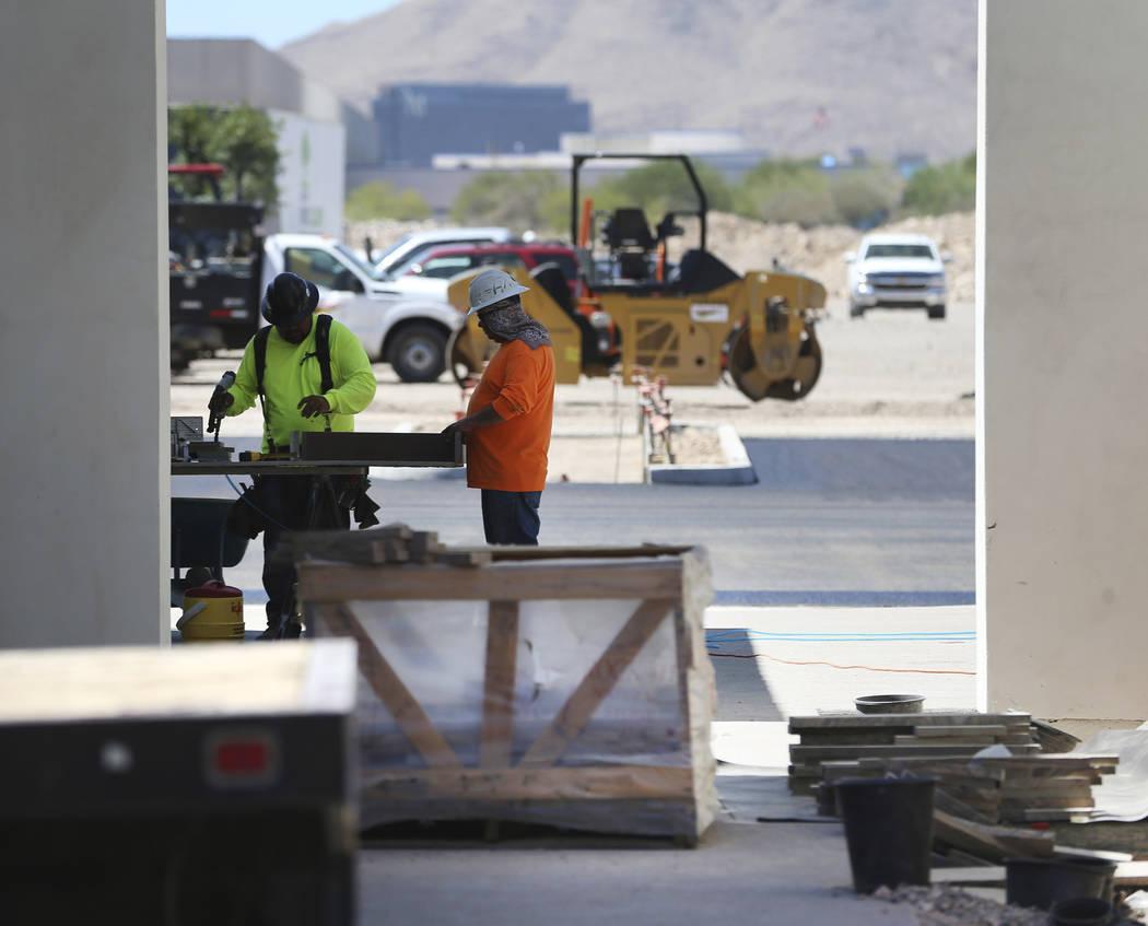 Construcción en el centro comercial St. Rose Square en Henderson, miércoles 21 de agosto de 2 ...
