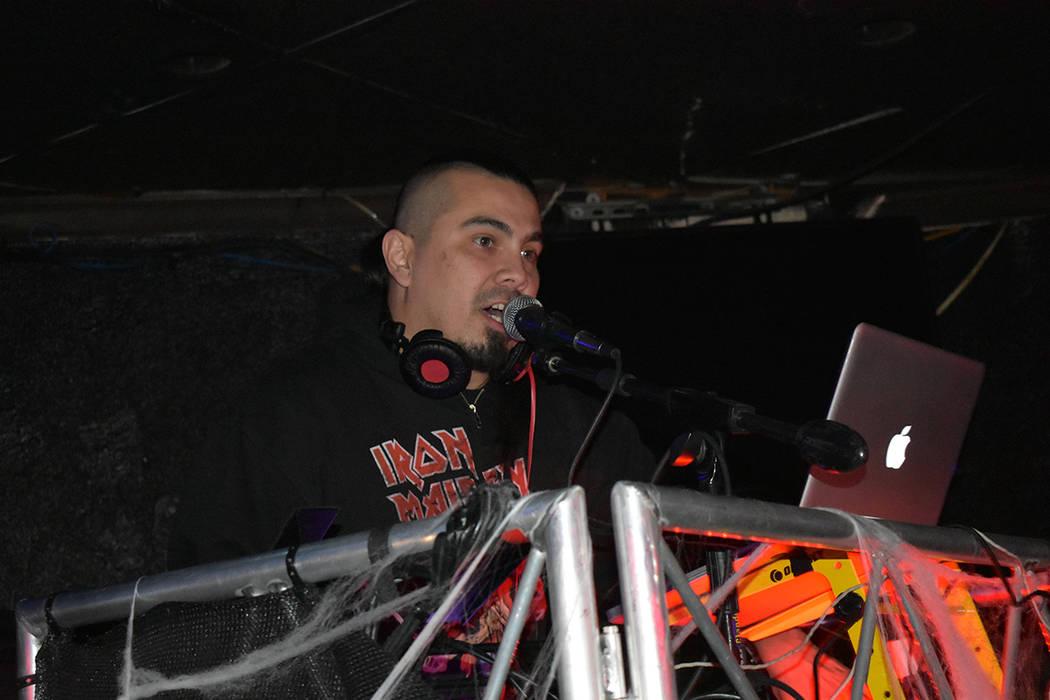 Nuevamente DJ Joseph fue el encargado de poner el ambiente durante las pausas entre cambios de ...