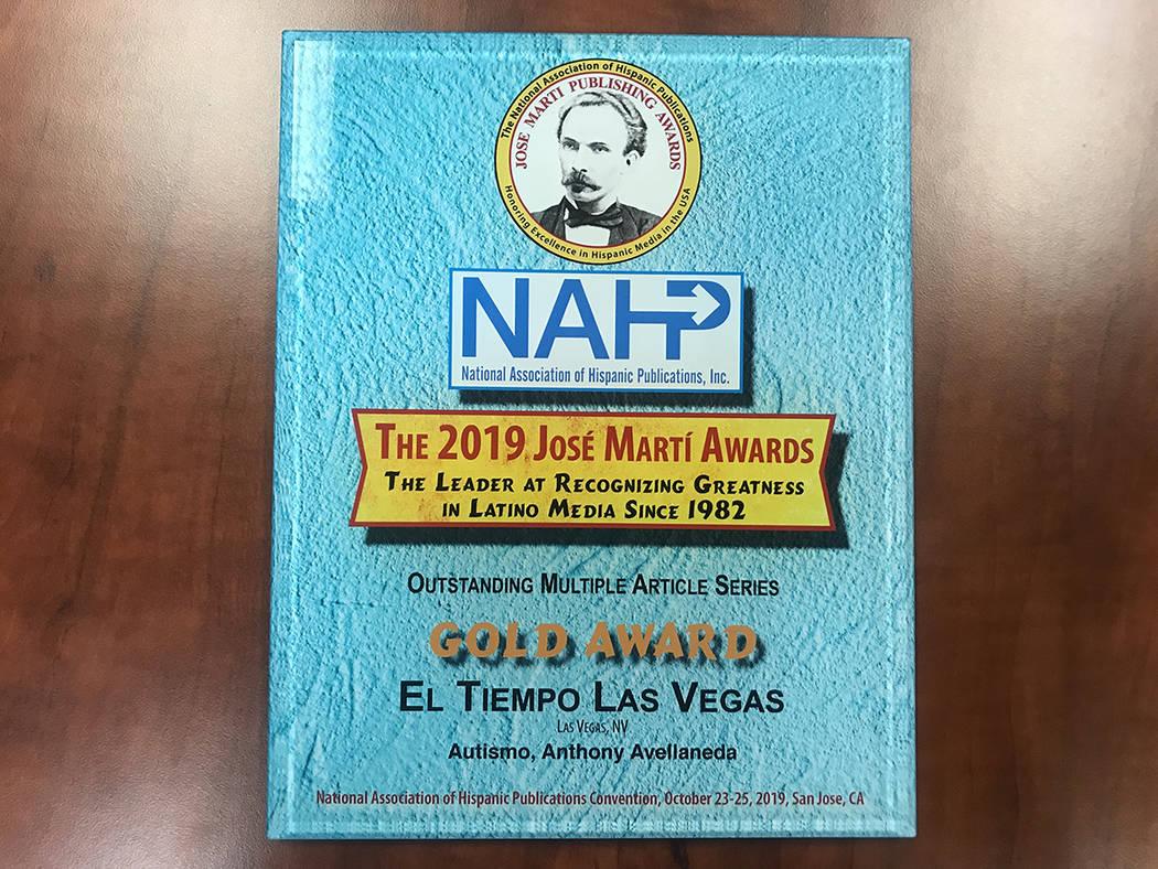 """Gold Award entregado a El Tiempo en la categoría """"Outstanding Multiple Article Series"""" por la ..."""